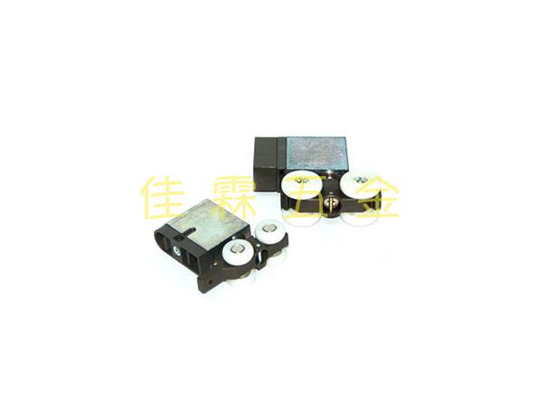 ATOM-HR220輕型移門吊輪 左、 ATOM-SD7000重型移門吊輪 右 1